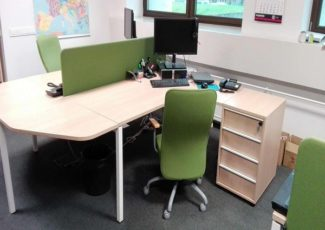 Kaip nesuklysti renkantis biuro baldus?