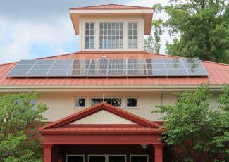 Saulės elektrinės neturintiems lėšų